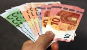 Unser Ratgeber hat nützliche Tipps und Tricks zum Thema Kredite.